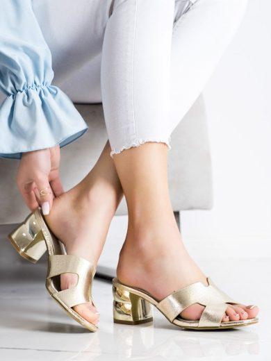 Krásné dámské  nazouváky zlaté na širokém podpatku