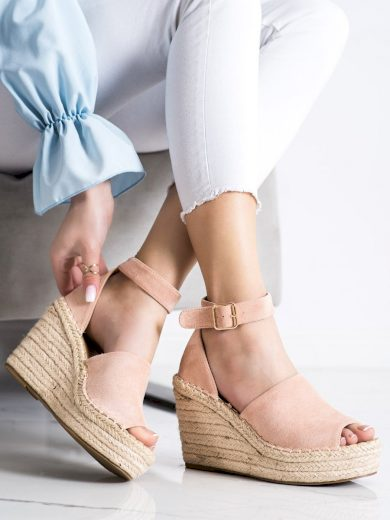 Moderní dámské  sandály růžové na klínku