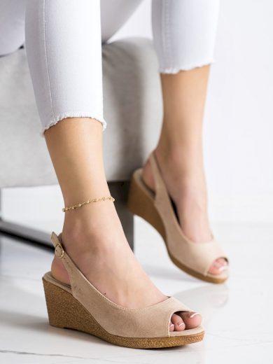 Zajímavé hnědé  sandály dámské na klínku