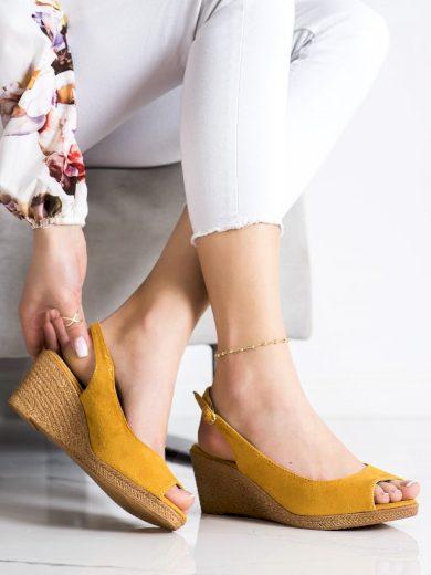 Klasické  sandály dámské zlaté na klínku
