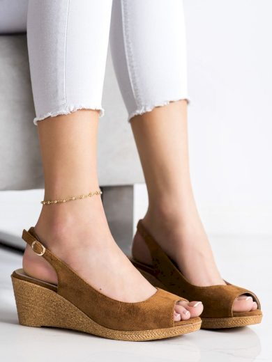 Pohodlné hnědé  sandály dámské na klínku