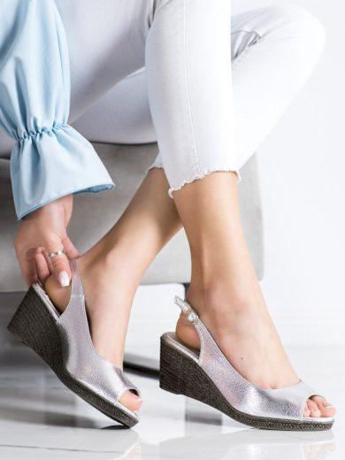 Jedinečné dámské  sandály šedo-stříbrné na klínku