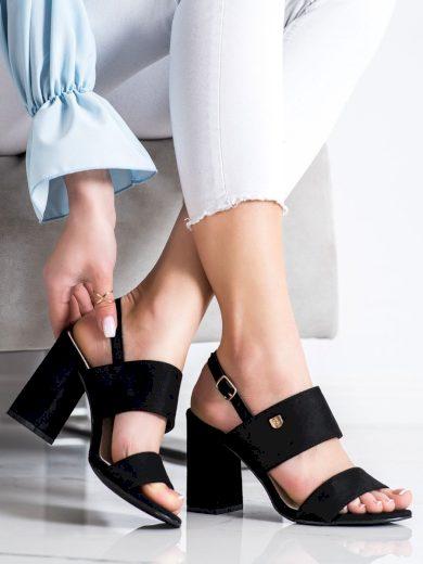 Praktické dámské  sandály černé na širokém podpatku