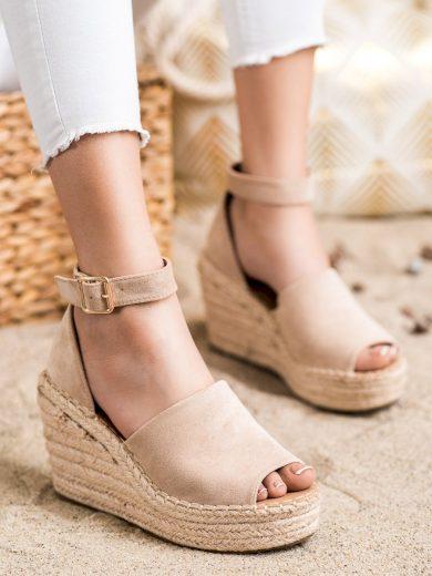 Trendy hnědé dámské  sandály na klínku