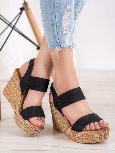 Praktické dámské  sandály černé na klínku
