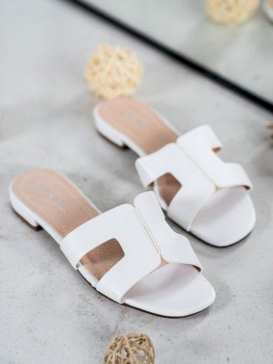 Moderní dámské bílé  nazouváky na širokém podpatku