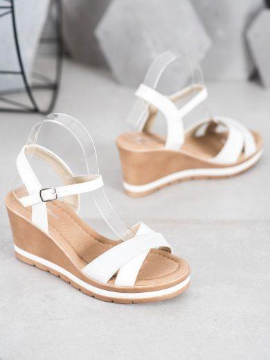 Výborné dámské  sandály bílé na klínku