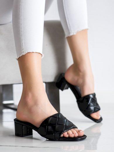Zajímavé černé  nazouváky dámské na širokém podpatku