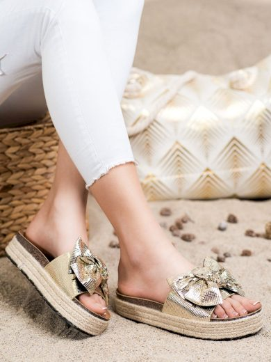 Pěkné zlaté dámské  nazouváky bez podpatku