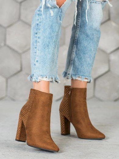 Komfortní hnědé  kotníčkové boty dámské na širokém podpatku