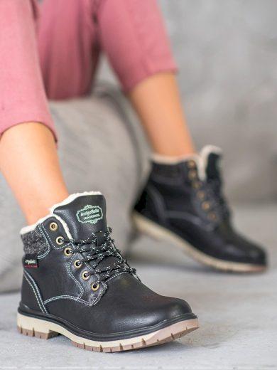 Módní  kotníčkové boty černé dámské na plochém podpatku
