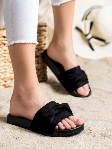 Pohodlné černé  nazouváky dámské bez podpatku