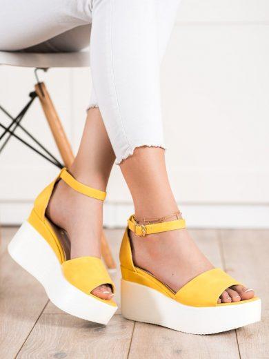 Komfortní  sandály zlaté dámské bez podpatku