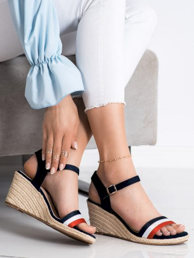 Výborné  sandály vícebarevné dámské na klínku