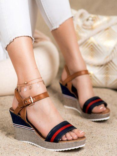 Moderní dámské   sandály na klínku