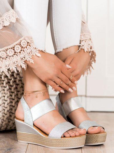Stylové šedo-stříbrné  sandály dámské na klínku