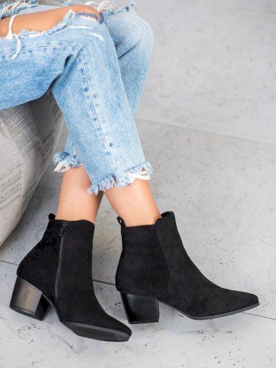 Originální černé dámské  kotníčkové boty na širokém podpatku
