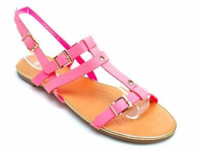 Vynikající růžové sandály na pláž