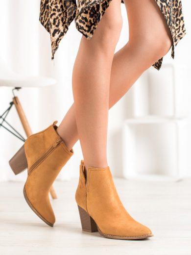 Pohodlné hnědé  kotníčkové boty dámské na širokém podpatku