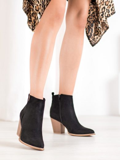 Módní dámské černé  kotníčkové boty na širokém podpatku
