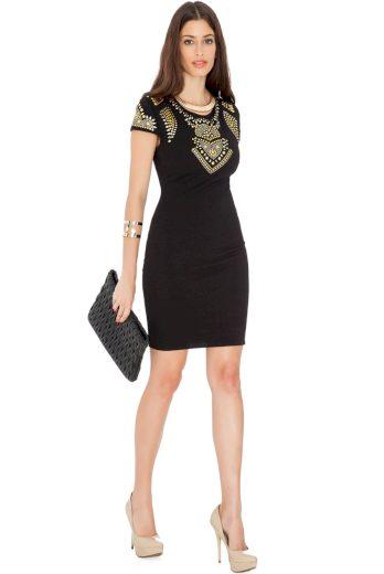 Černé koktejlové šaty s ozdobnými cvočky