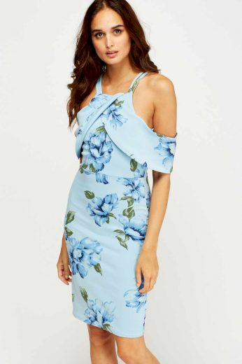 Modré šaty s volnými rameny