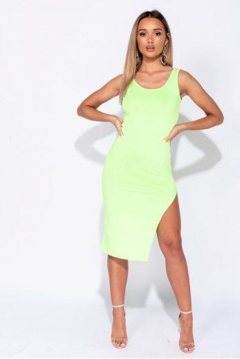Zelené neonové šaty s rozparkem
