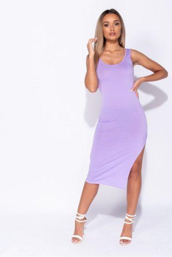 Fialové šaty s rozparkem
