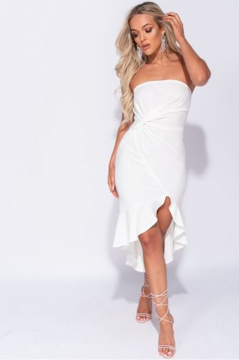 Bílé šaty s uzlem