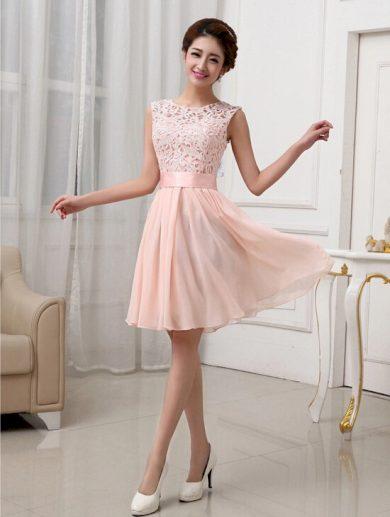 A Plesové šaty krátké s krajkou jemně meruňkové