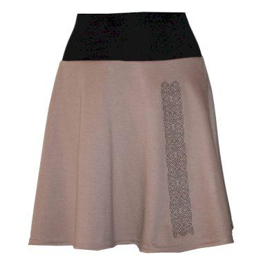 Béžová sukně, Netradičně tradiční