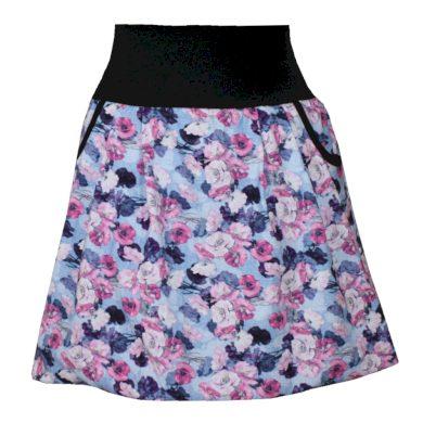 Modrá balonová sukně, růžové květy, kapsy