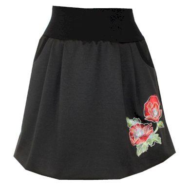 Černá balonová sukně, červená květina, kapsy