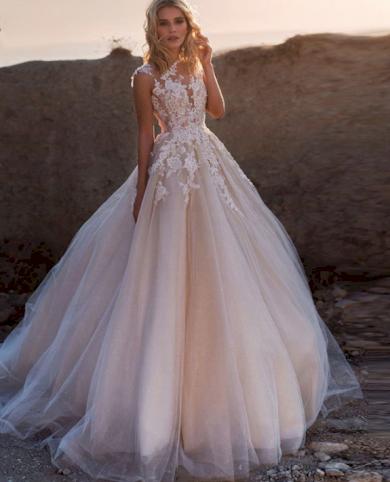 Dokonalé luxusní svatební šaty s vlečkou