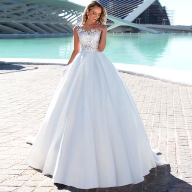 Nádherné princeznovské svatební šaty s krajkou