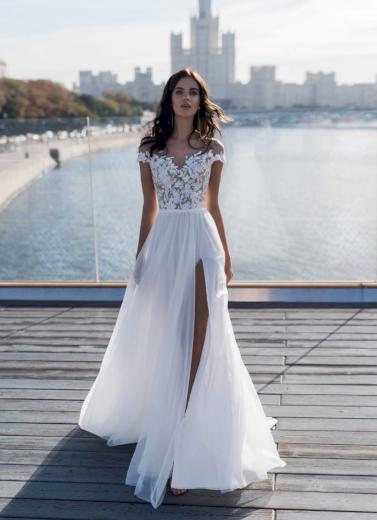 Sexy svatební šaty zdobené s krajkou
