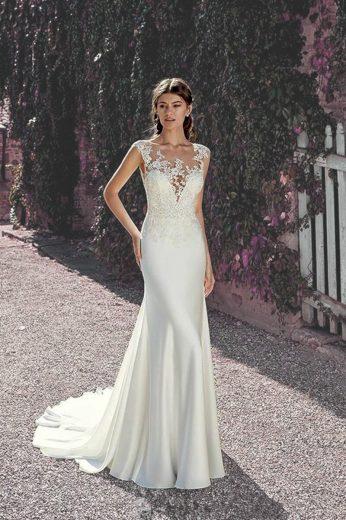 Krásné krajkové svatební šaty bez rukávů