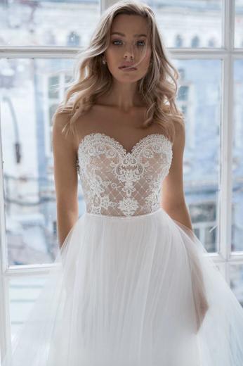 Báječné svatební šaty zdobené s perličkami