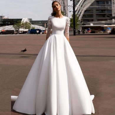 Elegantní jednoduché plesové svatební šaty s dlouhými krajkovými rukávy