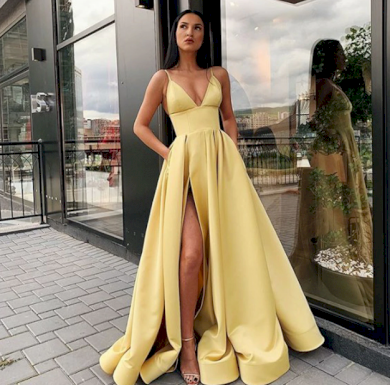 Nádherné luxusní plesové večerní šaty s rozparkem