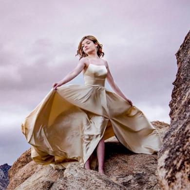 Sametové luxusní nádherné plesové večerní šaty