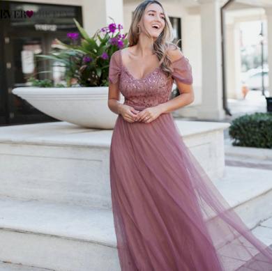 Večerní plesové luxusní dámské šaty s krajkami