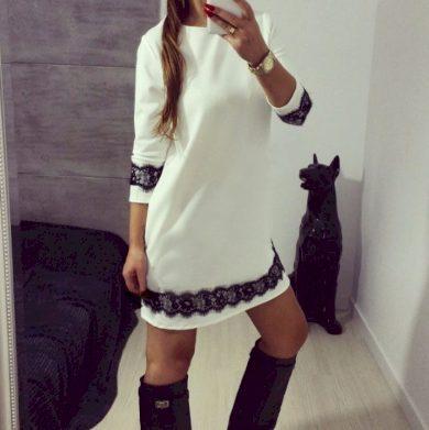 Bílé elegantní formální večerní společenské šaty s černými pruhy