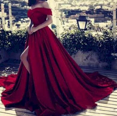 Dlouhé luxusní plesové společenské šaty s dlouhou vlečkou