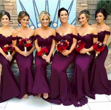 Družičkovské tvarující obepínací dámské plesové šaty
