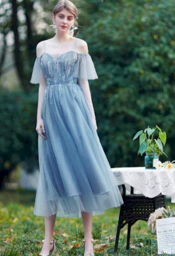 Nádherné krajkové společenské družičkovské šaty se šněrováním