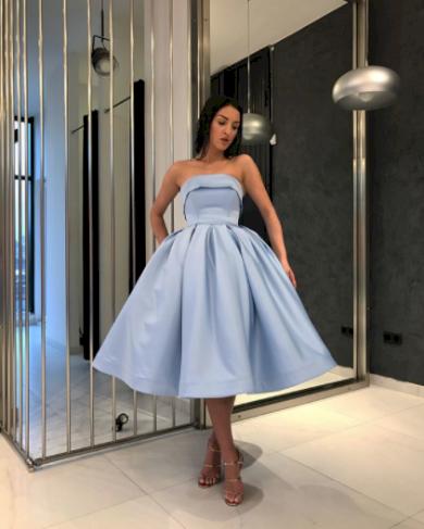 Krátké luxusní družičkovské dámské šaty s volánkem