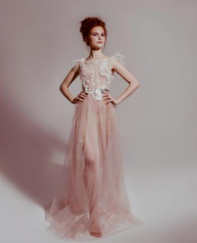 Krásné elegantní dámské družičkovské šaty s volánky