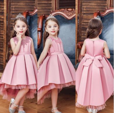 Dokonalé roztomilé dětské šatičky s větší sukní
