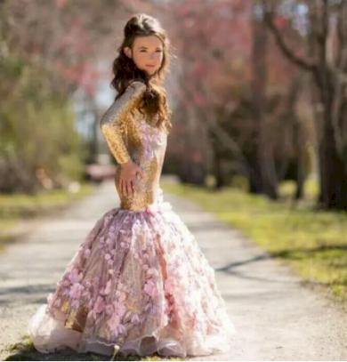Upnuté dětské roztomilé šatičky s velkou sukní